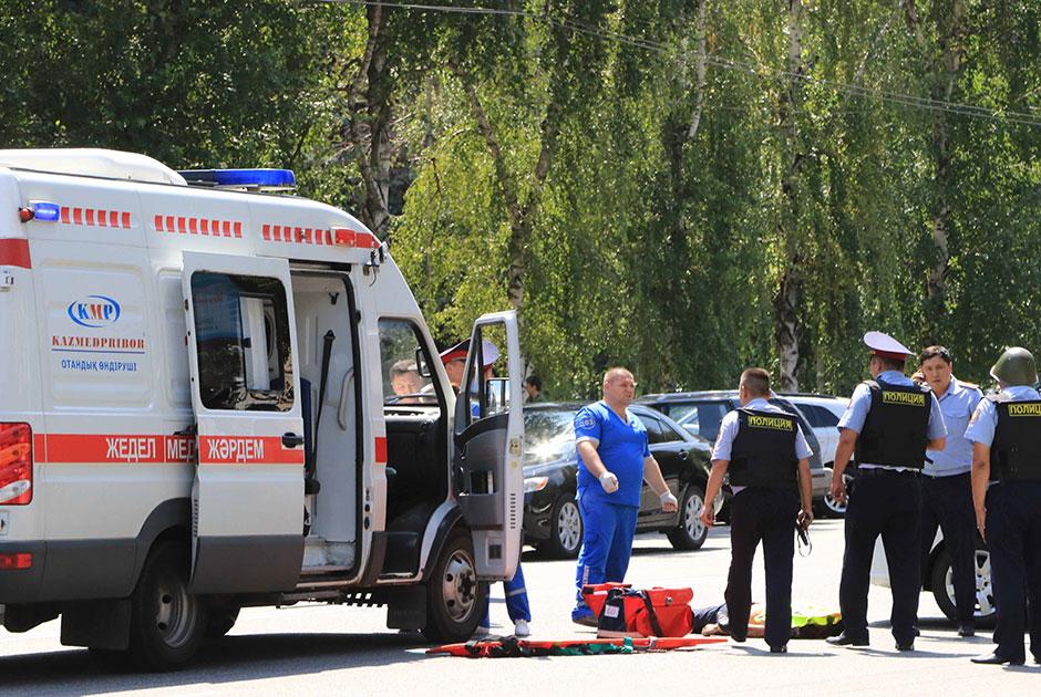 攻击在哈萨克人市导致了5个人死亡阿尔玛蒂,