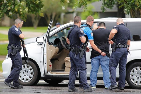 巴吞鲁日执法人员射击了: 我们大家的攻击